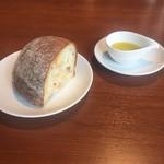 Akami Modern Chop House - パン+オリーブオイル