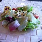 9735025 - 【前菜】アップ 鯛の切り身は筋が気にならず食べやすかったです