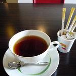 Restaurant MATIERE - 【紅茶】他のお店よりひとまわり大きめのカップにたっぷりの紅茶