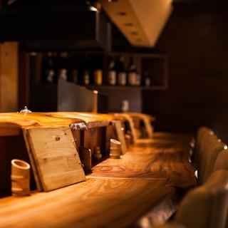 【カウンター席】和と洋が融合した落ち着きあるお席で、ゆったりと串揚げを。