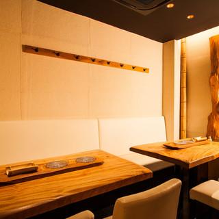 【テーブル席】和モダンな空間。ゆっくりと流れる時間に身を任せて…。