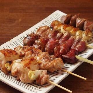 【焼鳥盛合せ】沖縄料理から本格焼き鳥までお楽しみいただけます