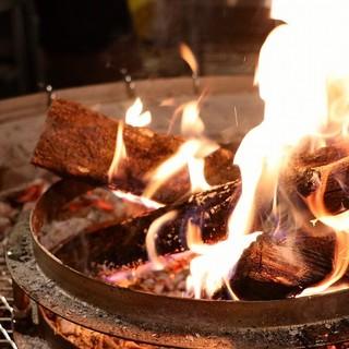 全ての調理が薪を使った古代の調理法