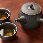 小籠包 真 - ドリンク写真:中国茶(冷頂烏龍茶)