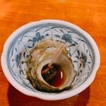 大衆割烹 百仁香 - お通しのつぶ貝?煮付け(200円)
