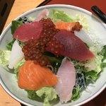 すしざんまい - ざんまいサラダ(ハーフ)440円。相変わらず美味しく、お得なサラダです(╹◡╹)