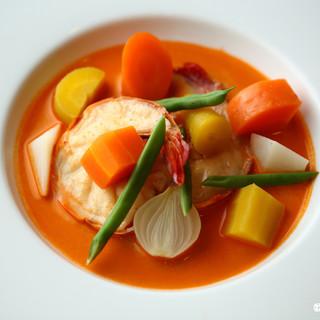 海老をふんだんに使ったスープ仕立ての『海老のナヴァラン』
