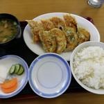 富士山餃子 - 焼き餃子8個定食 680円(税込)
