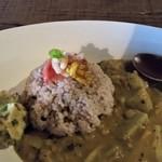 97369427 - 里芋と白菜のココナッツカレー。