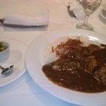 9737917 - 2011/10 カレーランチ(柔らかく煮込んだ若鶏もも肉のチキンカレー、サラダ、コーヒー又は紅茶)1,260円