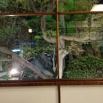 あつた蓬莱軒 - 庭の見える 椅子席でした