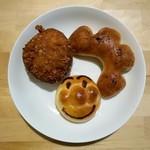 ベルマティネ - 料理写真:「ビーフカレーパン」「ソーセージフランス」「まるおくん」