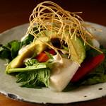 ごはんや一芯 - 蕪とアボカドのサラダ