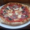 ラ ピッツァ - 料理写真:ナポリサラミとモッツアレラのトマトソースピザランチ(900円)