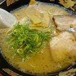 麺屋ラ賊 - 料理写真:ラーメン
