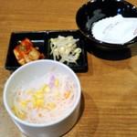 国産牛焼肉くいどん - サラダ、キムチ、ナムル