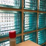 あづま - ガラス越しのテーブル胡椒
