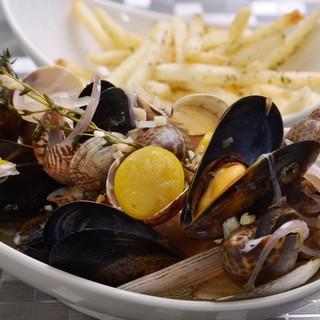 Shell&Chips(五種の貝のスチームとフライドポテト)