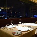 グランファミーユ・シェ松尾 - 窓際テーブル