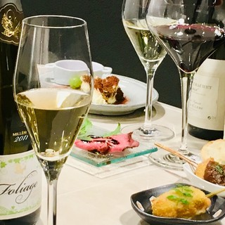 豊富な種類のワインを楽しむも良し、勿論、他のお酒でも