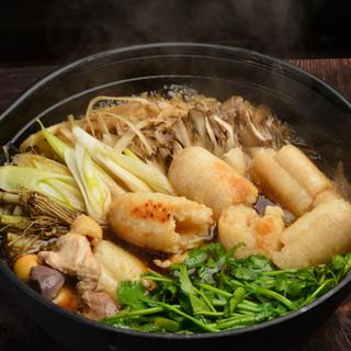 秋田の郷土料理きりたんぽ鍋はいかがですか?