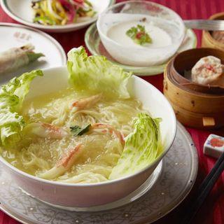 ランチタイムはリーズナブルなお値段で豪華中華料理が楽しめます
