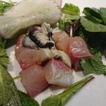 Girasol - 牡蠣とワラサのカルパッチョ オリーブとソルト、グリーンと旨味、脂のマリアージュ。臭みは一切無く、マイルドな旨味だけが口一杯に広がる(^O^)