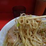 ラーメン二郎 - スープも具もよく絡む