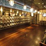 ぽんしゅ館 - 日本酒の自販機がズラリ