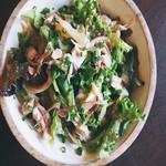 カフェ 寛味堂 - マッシュルームとじゃこのサラダ
