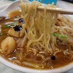 ベトコンラーメン新京 - 麺リフト