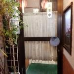 ベトコンラーメン新京 - 新京さんの入口前