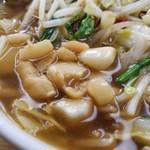 ベトコンラーメン翔華 - スープはニンニクの香りでぷんぷん