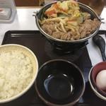 97432285 - 牛すき鍋定食 780円   ライス大盛 30円  牛すき肉2倍盛 200円