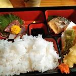 かもめ - 料理写真:日替わり弁当 ご飯大盛り