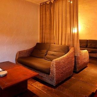 モダンな雰囲気が漂うお洒落空間。1番人気のカップルシート