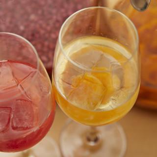 女性に人気の果実酢のほか、全国各地の銘酒もご用意