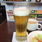 いきなりステーキ - コレ提供されたばっかのビール 3口飲んで持ってきたんじゃないかってレベル 気の抜けたひとつも酔える要素のないビール