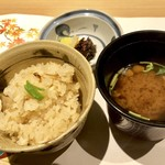 神楽坂梅助 - 松茸ご飯と赤出し