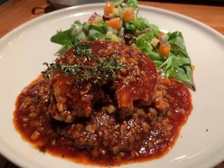 レ ファーブル ボンジュール - ビアンド 鴨 レンズ豆 スパイシーなソース 付け合わせのサラダには賽の目の柿が入って鴨に絶妙にマッチ。