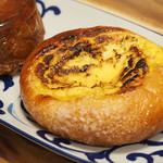 ベーカリー兎座LEPUS - と大人のクリームパン