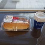 コーナーポケット - 料理写真:やきそばドッグとコーヒー