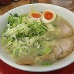 97446391 - 中華麺にネギ大盛り+煮卵