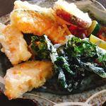 阿波郷土料理 彩 - 天ぷら熱々、ワカメも美味しい