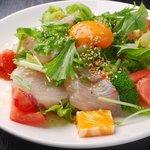 TARAKO - カンパチのユッケ風サラダ 750円