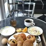 ファミリーイン・フィフティーズ大阪 - 内観(無料朝食)