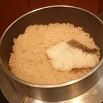 二代目合点 - 山形県つや姫の鯛飯(炊き上がり)