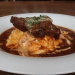 フラグレット - 料理写真:厚切り牛タンをのせたオムライス