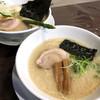 ろく月 - 料理写真:特製豚白湯(880円)/ 豚白湯らぁめん(680円)