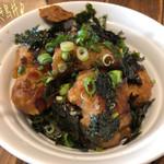 ヴィーガニック トゥー ゴー - 焼き鳥丼(918円)♪ 焼き鳥はヴィーガンソイミートの唐揚げを特製のテリヤキソースに漬け込んだものだそうで鶏肉っぽいけどやっぱりこれは大豆だよね〜と頂く。といっても味付けがしっかりしてて美味しかった!